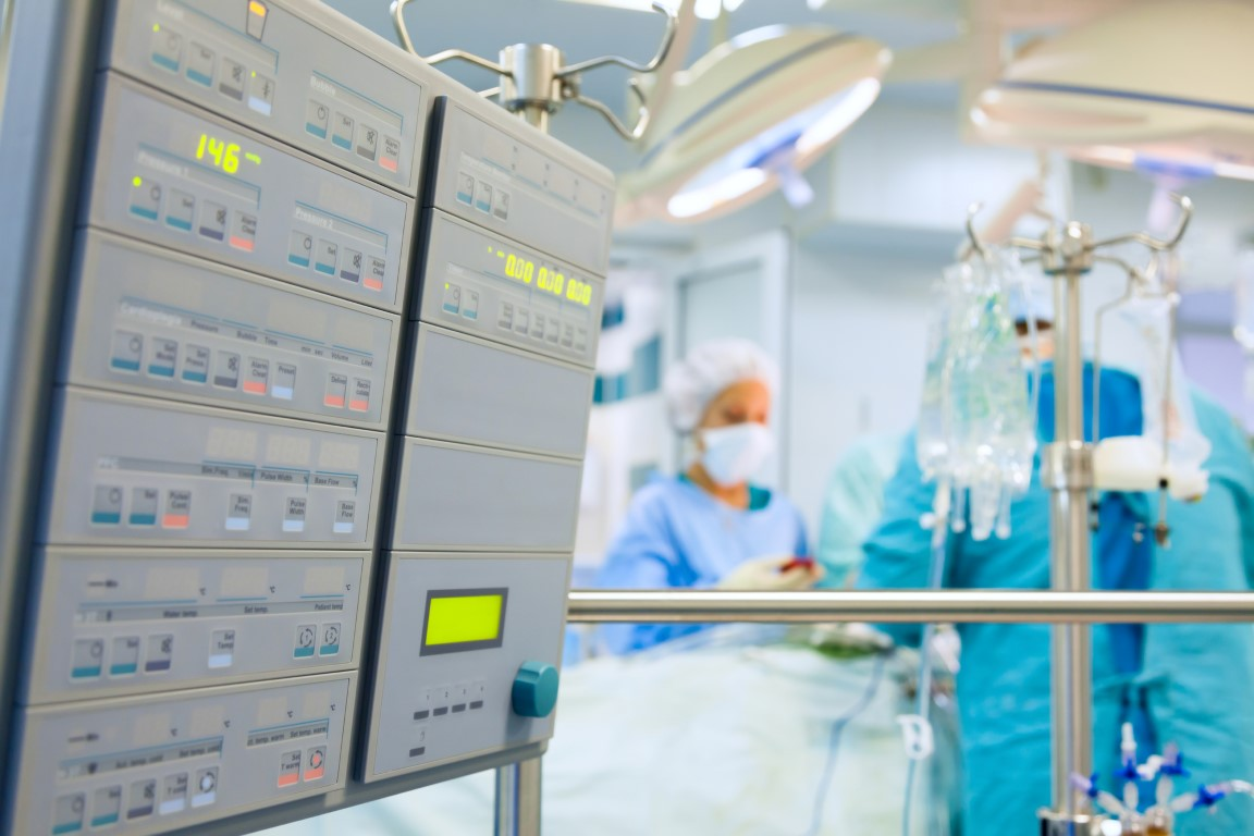Cardiac surgery with cardiopulmonary bypass monitor